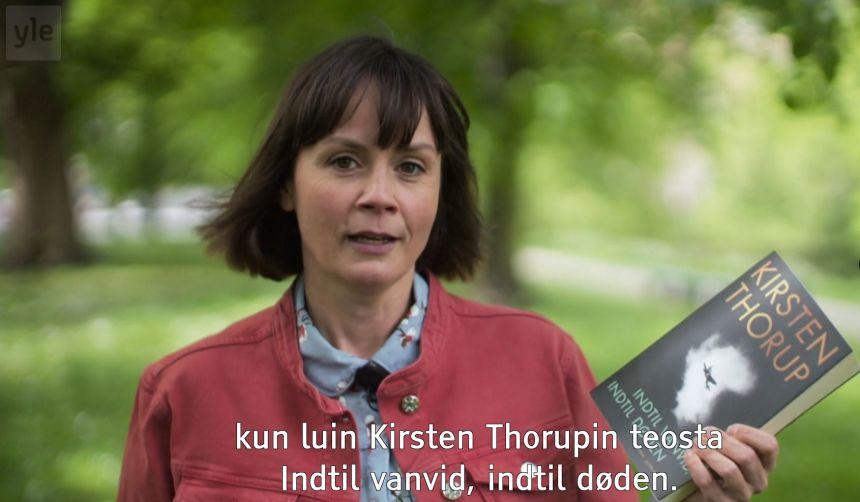 Toimittaja Maria Månson Kirjat, joilla on merkitystä -ohjelmassa.